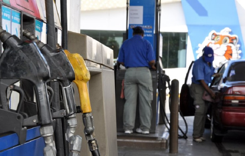 Expendio de combustibles en bomba de gasolina.