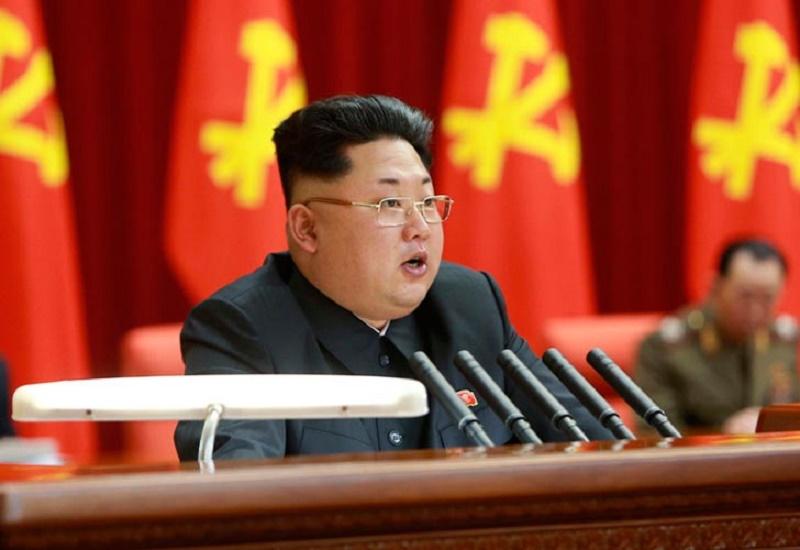 Kim Jong-un aparece en público para rendir tributo a su abuelo.