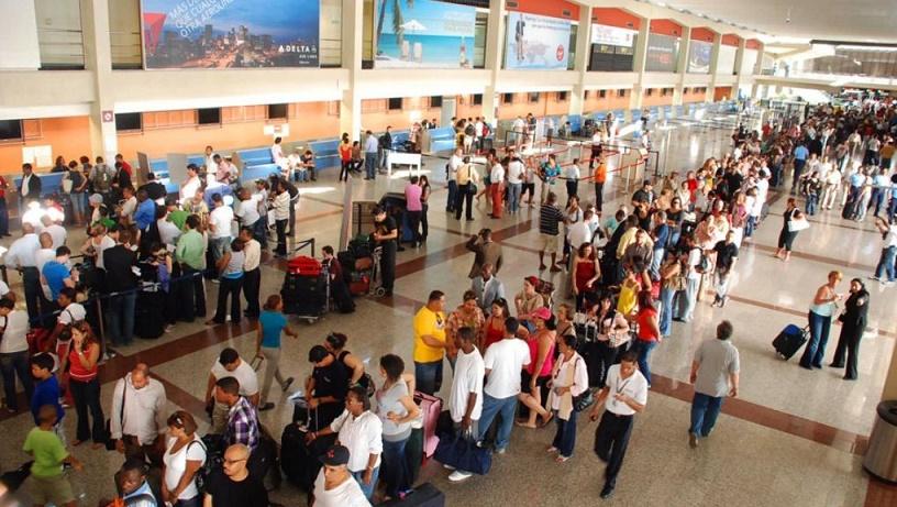 Aeropuerto de Las Américas (AILA) personas.