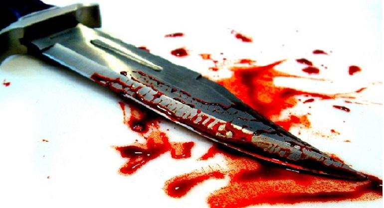 Un cuchillo ensangrentado.(Foto externa)