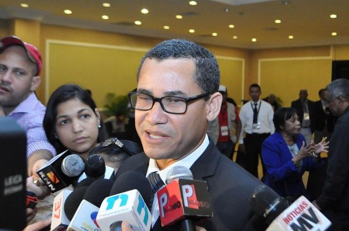 Eddy Olivares, vocero del precandidato Hipólito Mejía.