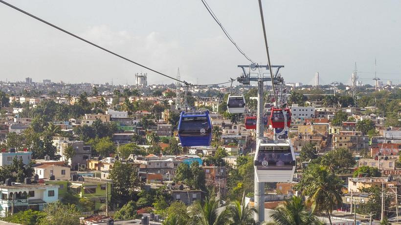 Teleférico de Santo Domingo en operación.