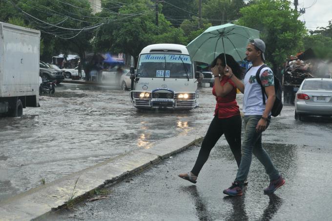 Efectos de aguaceros por tormenta tropical.
