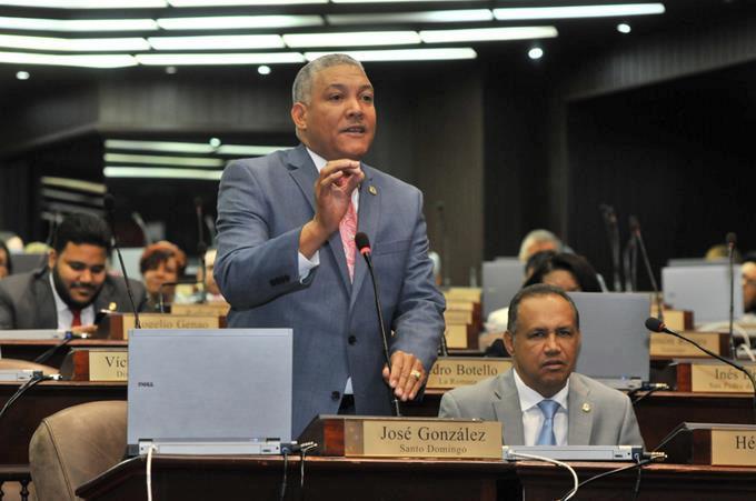 Radhamés González vocero PRD en Cámara de Diputados.
