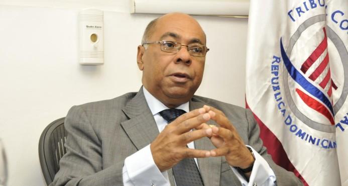Milton Ray Guevara, presidente del TC, trata tema de la democracia.