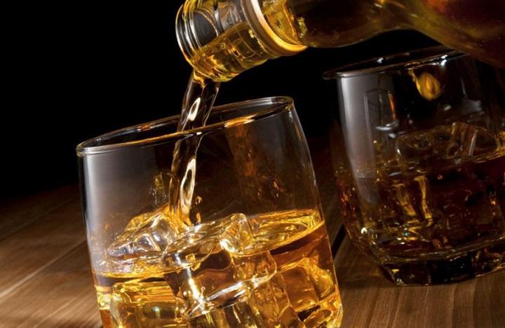Imagen de un vaso de whisky.