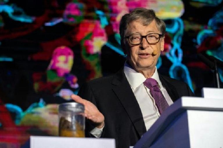 Bill Gates teme que desinformación desmotive a la población a vacunarse contra el coronavirus.