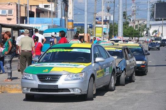 Pasajeros denuncian incremento de RD$25.00 en el pasaje