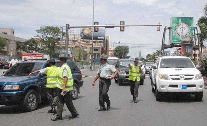 Agentes de la Dirección General de Seguridad de Tránsito y Transporte Terrestre.(Foto externa)