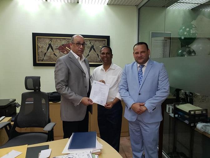 Fermín Noesí, Yuly Sala entregan solicitud a Perrolló Redondo.