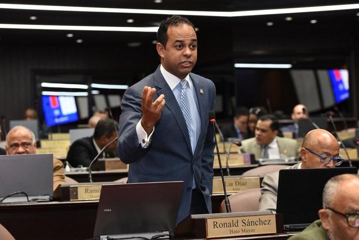 Ronald Sánchez vocero bloque de diputados PRM.