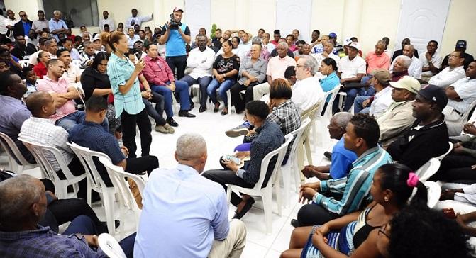 Abinader inicia programa Con el Barrio.