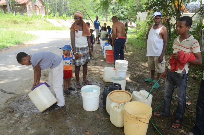 Escasez de agua en sectores de RD.