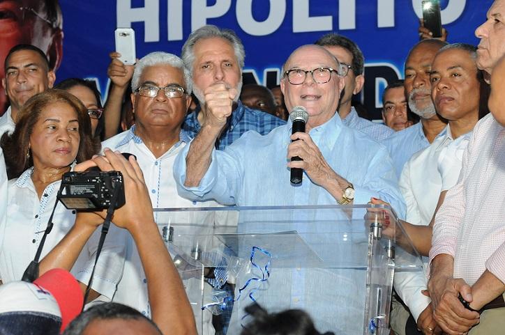 Hipólito Mejía se reúne con líderes comunitarios de Villa Mella.