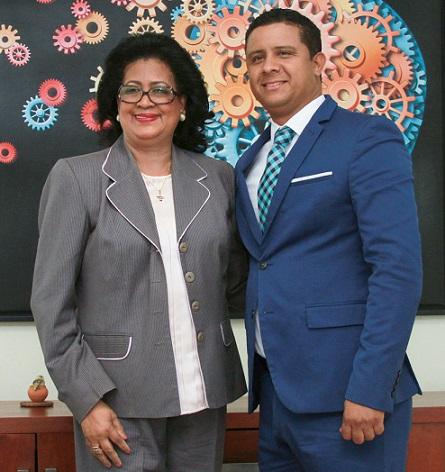 Milton Reyes recibe visita de senadora Cristina Lizardo.