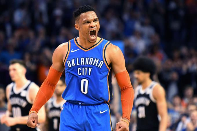 Russell Westbrook, del Thunder, reacciona