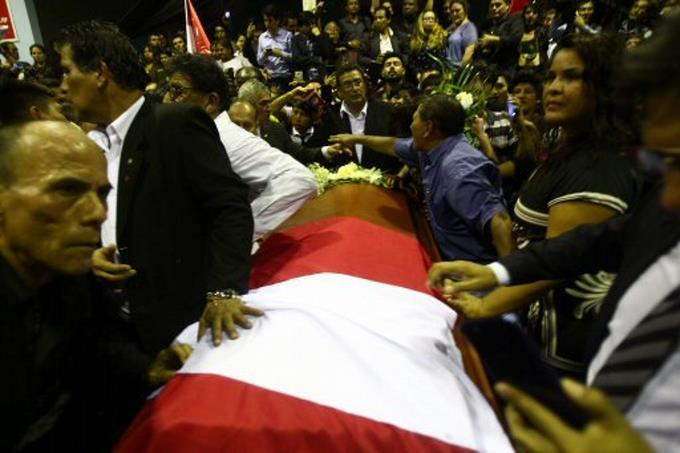 Partidarios despiden al expresidente Alan García.