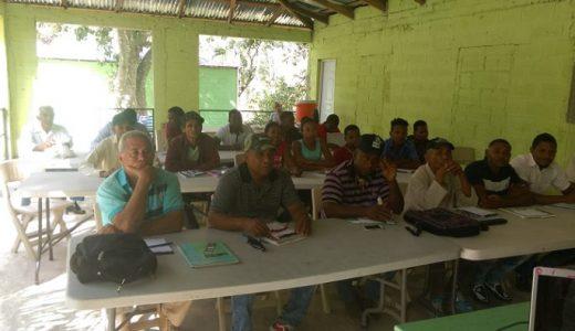 Coniaf capacita técnicos y productores de cacao en Neiba.