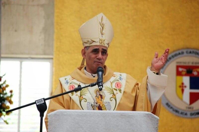 Monseñor Freddy Bretón obispo de Santiago.