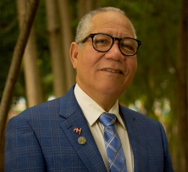 Pedro Richarson dirigente PRD aspirante senaduría.