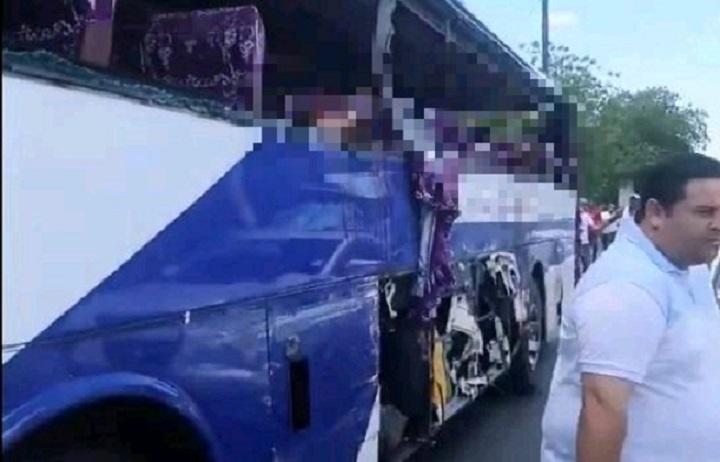 Autobús de pasajero accidentado en carretera Baní-Azua.