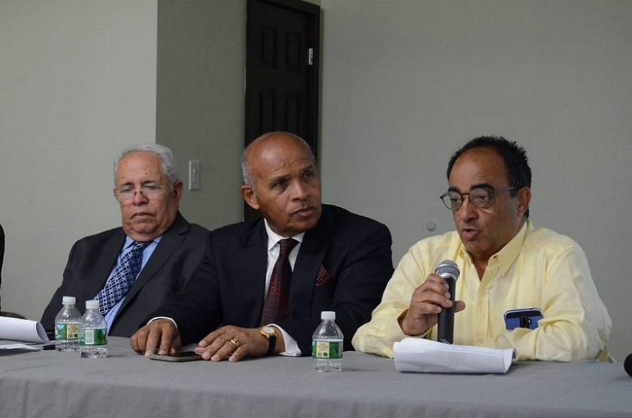 Comisionado de Cultura celebra coloquio sobre novela Idolatría.