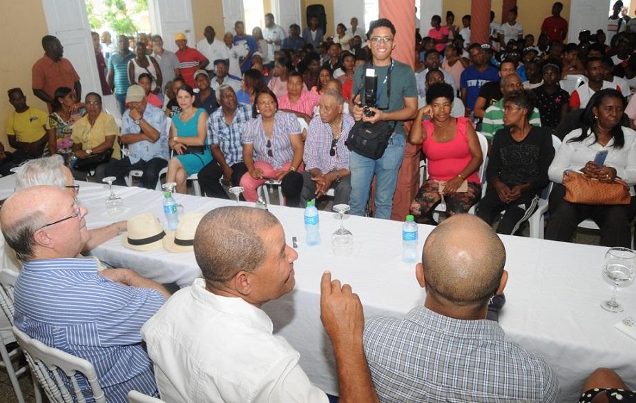 Hipólito Mejía promete desarrollar industria cacao y agropecuaria.