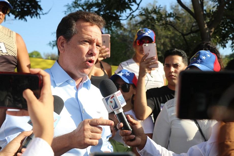 Ito Bisonó pide reconocer embajador de Guaidó.