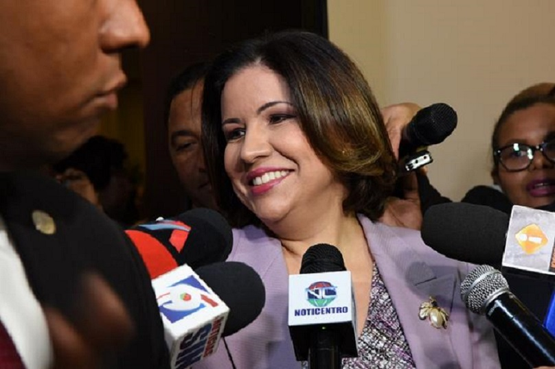 Margarita Cedeño ofrece declaraciones a la prensa.