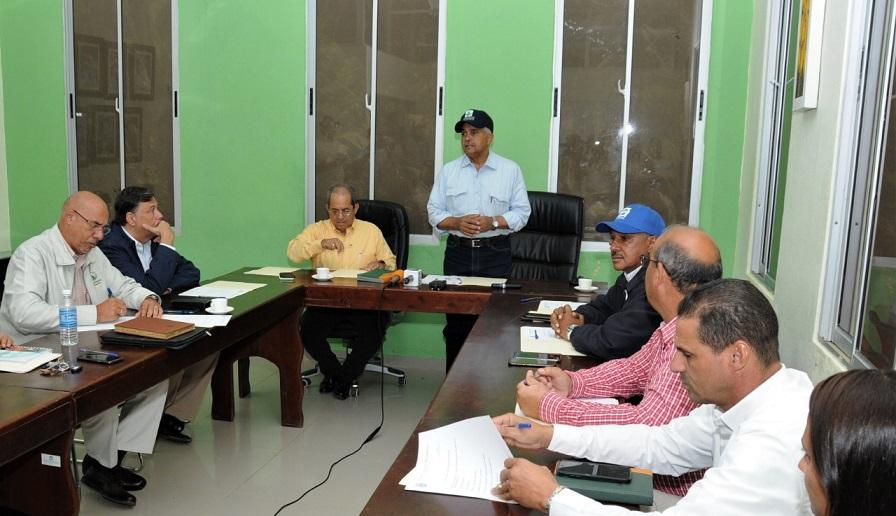 Osmar Benítez ministro Agricultura se reúne autoridades proyecto Manzanillo.