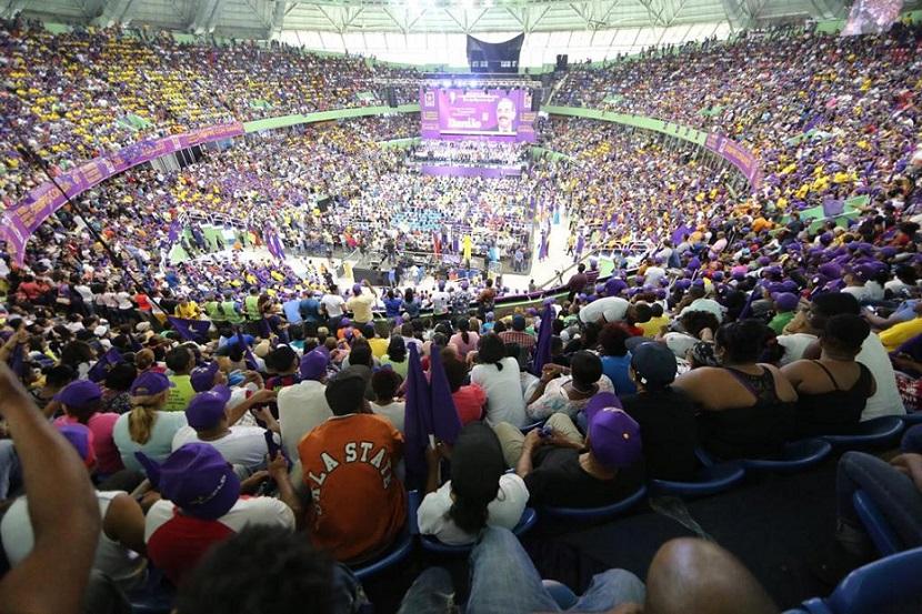 Realizan acto en apoyo reelección en Palacio Deportes.