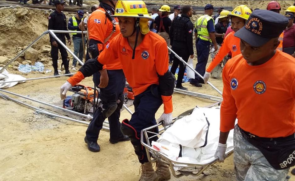 Recuperan cuerpo de última víctima derrumbe en Santiago.