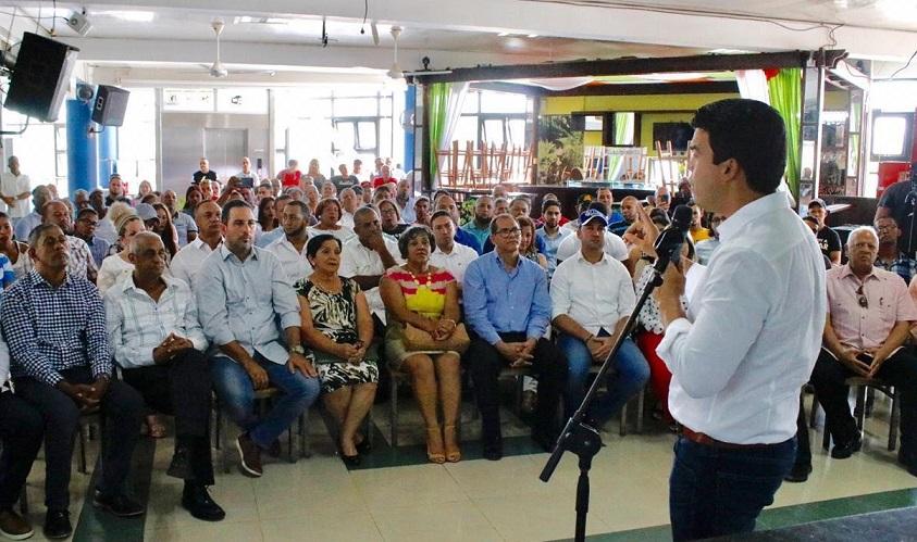 Wellington Arnaud se reúne con dirigentes provincia Espaillat.