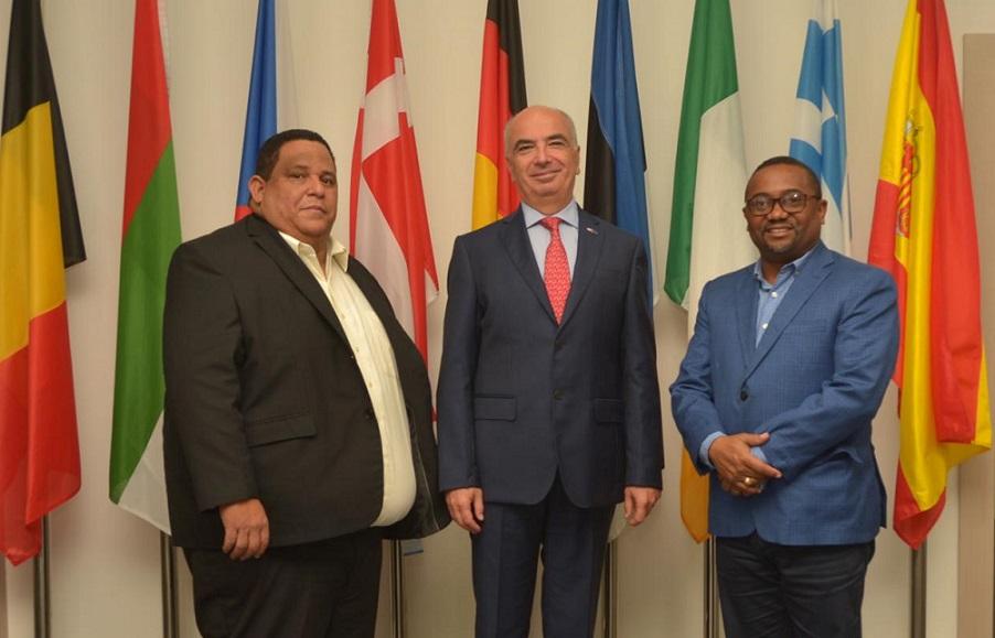 Alcaldes Rafael Hidalgo y René Polanco visitan embajador Unión Europea Gianluca Grippa.