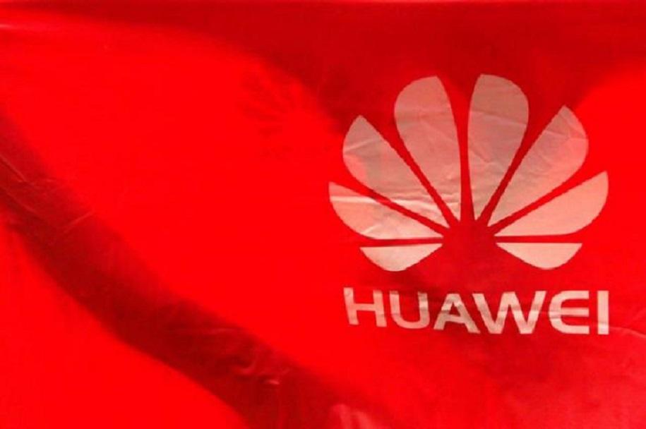 Bandera con logotipo del grupo chino Huawei.