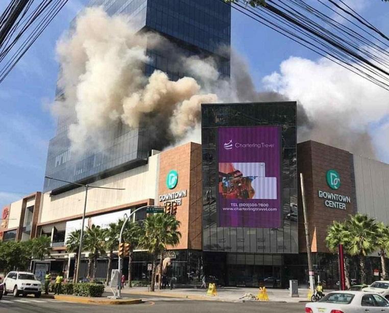 Downtown Center reabre sus puertas tras registrarse incendio.