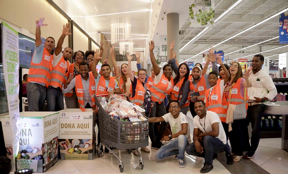 Vicepresidencia y Carrefour recolectan alimentos.