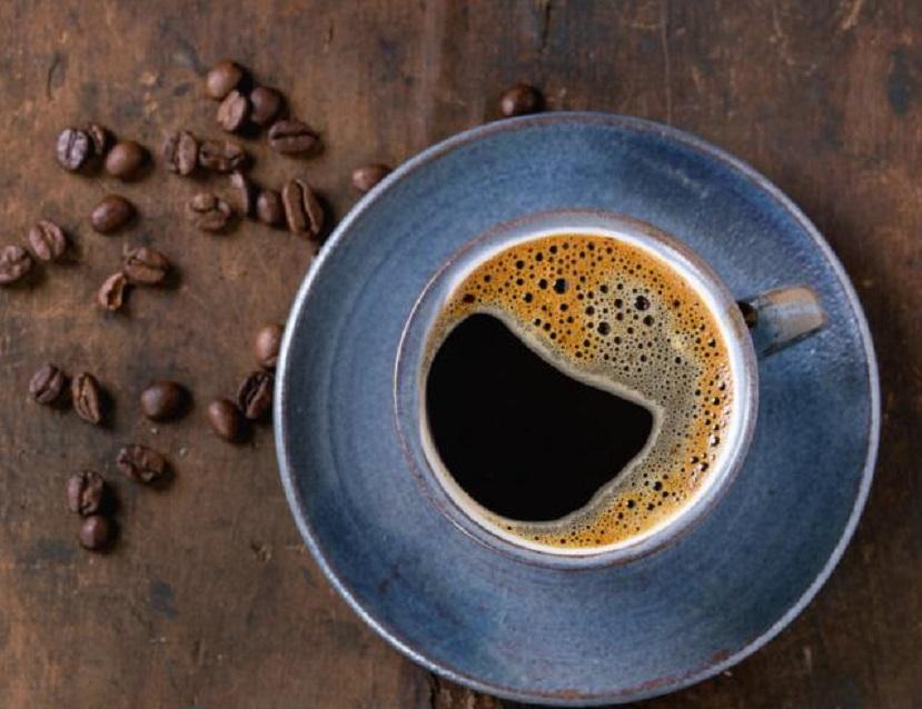 Estudio revela que una taza de café al día ayuda a bajar de peso produciendo 'grasa marrón', (Fuente Getty Images).