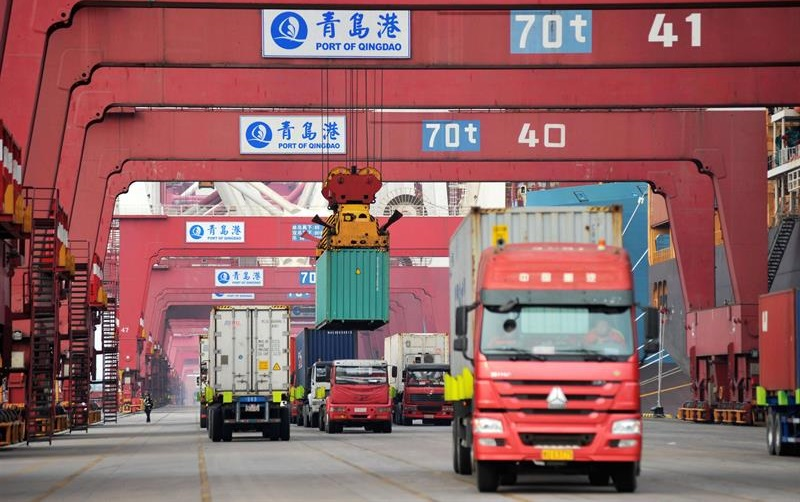EE.UU. reanuda negociaciones mientras China exige fin de aranceles.