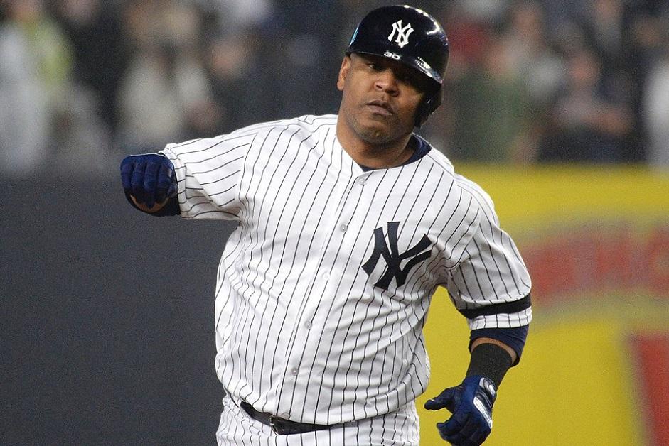 Edwin Encarnación pega cuadrangular por los Yankees.