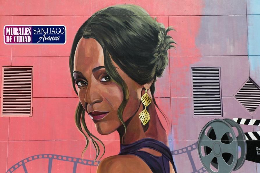 Actriz Zoe Saldaña plasmado en un mural en la ciudad de Santiago.