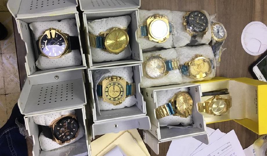 Policía recupera 13 relojes robados a una tienda.