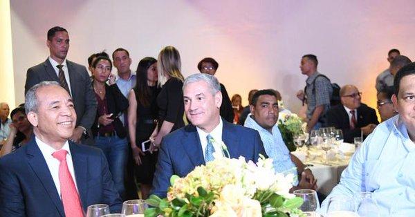 Gonzalo Castillo recibe apoyo de alcaldes.
