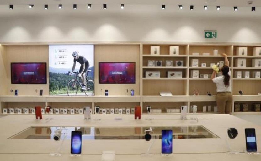 Establecimiento de Huawei en la Gran Vía de Madrid, su mayor tienda en todo el mundo. (Foto EFE / Ballesteros)