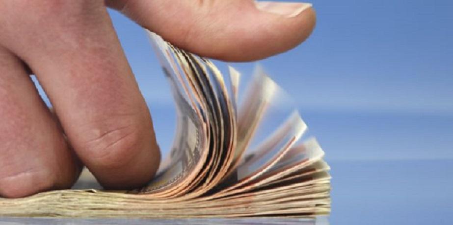 Fajo de billetes contados. (Foto externa)