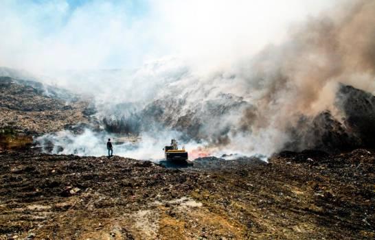 Controlan incendio en vertedero de Haina.