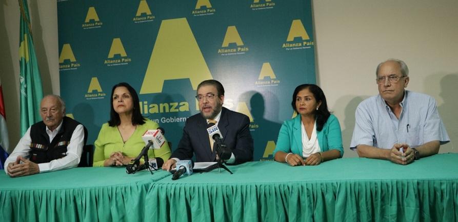 Guillermo Moreno, de Alianza País, ofrece rueda de prensa.