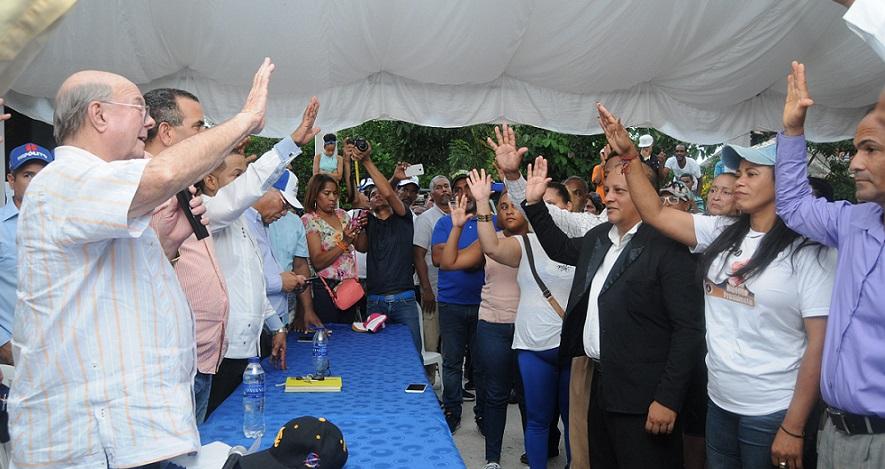 Hipólito Mejía juramenta dirigentes proyecto Luis Abinader.