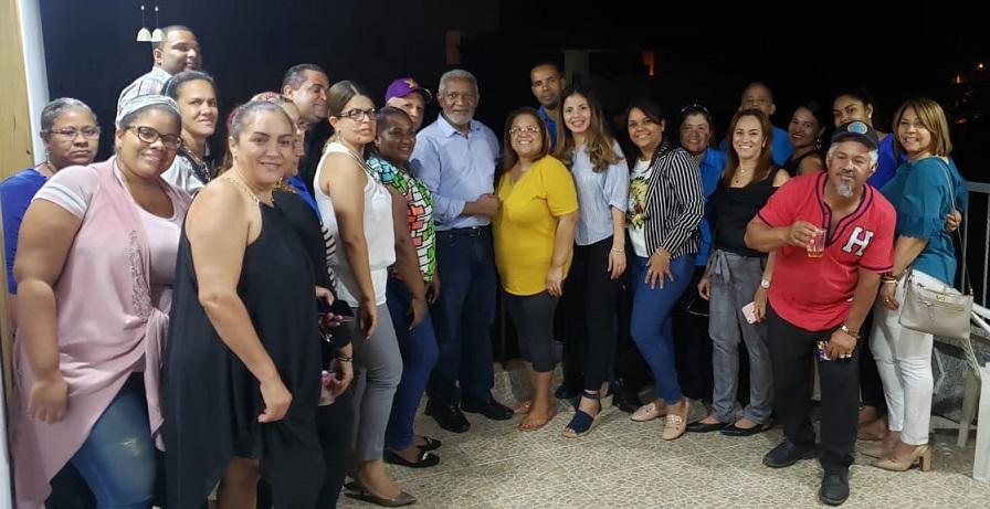 Melanio Paredes visita grupos de Santiago.