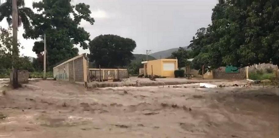 Río Macasia se desborda en San Juan.